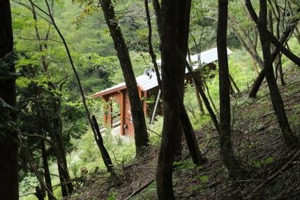 避難小屋で一泊。