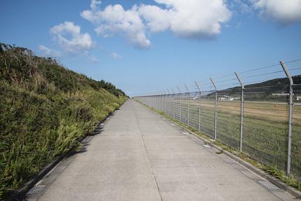 新島空港の裏
