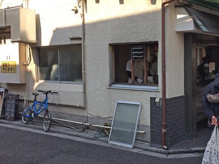 自転車を停める。