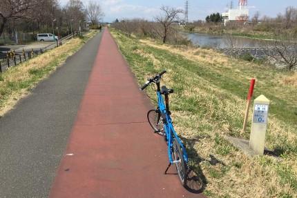 浅川沿いを走る。