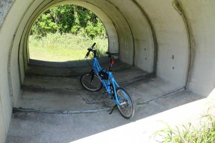 裏砂漠バス停近くで自転車駐輪
