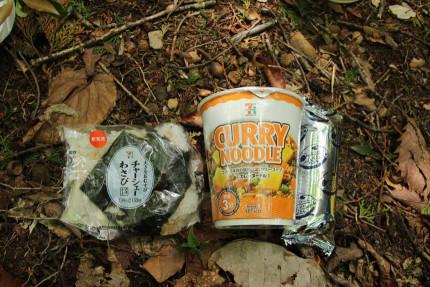 今日の山ごはんはカップ麺です。
