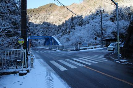 神戸岩入口バス停の様子