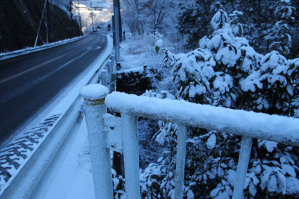神戸岩入口バス停の様子 積雪2