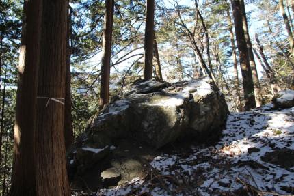 途中にあった大きい岩