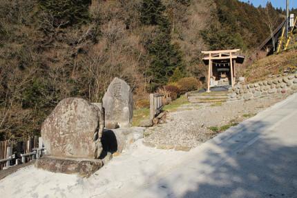 神社と供養塔